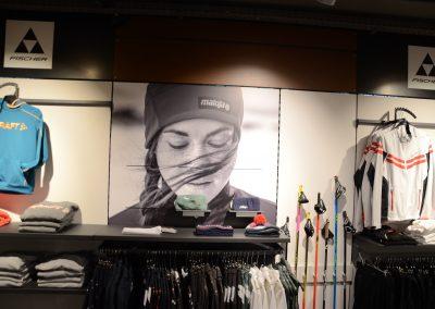 Shop_innen_Rückwand_Maloja